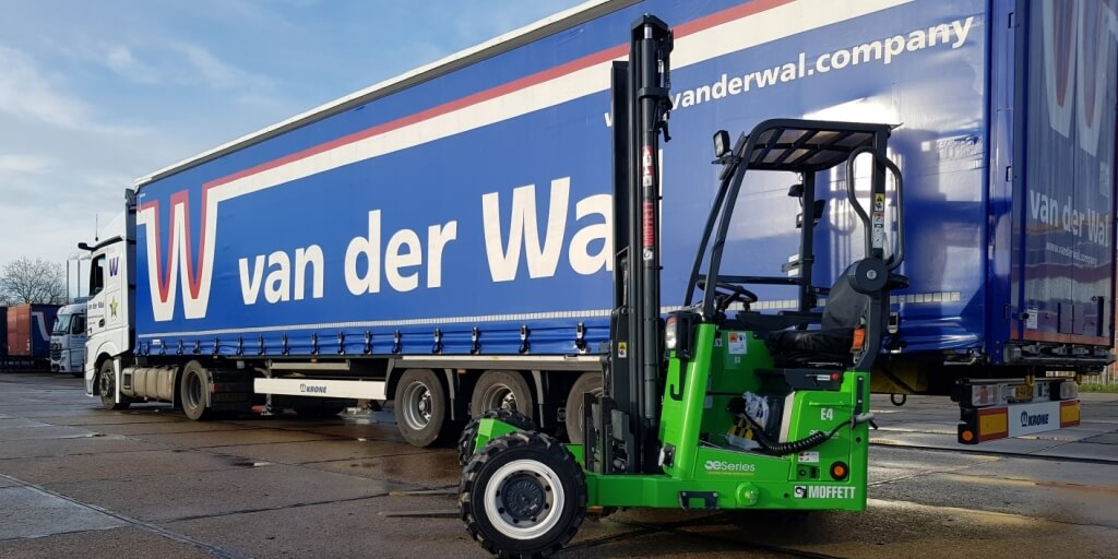 Van der Wal bestelt als eerste Nederlands bedrijf elektrische meeneemheftrucks